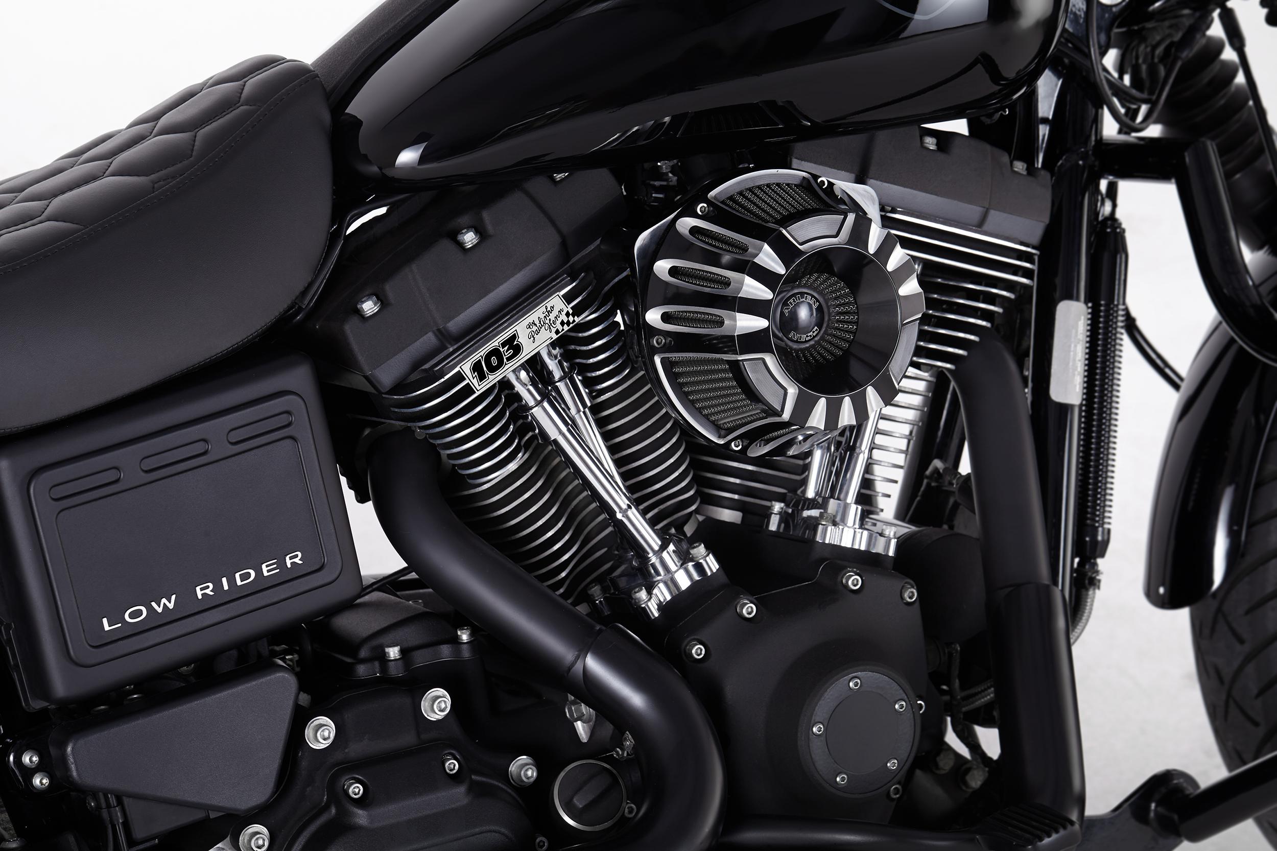 Dyna Low Rider Club Style com upgrade monstro de motor
